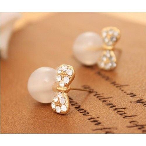 Boucles D'Oreilles Perles Ailées Noeud Papillon et Perles Blanc