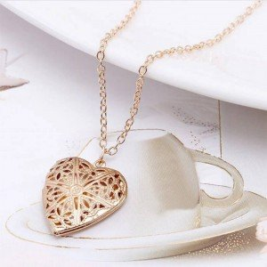 Necklace - Locket Heart for Picture - Design - Golden