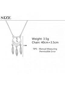 Collar De Mujer Obtiene Sueño Premium De Diseño De Plata
